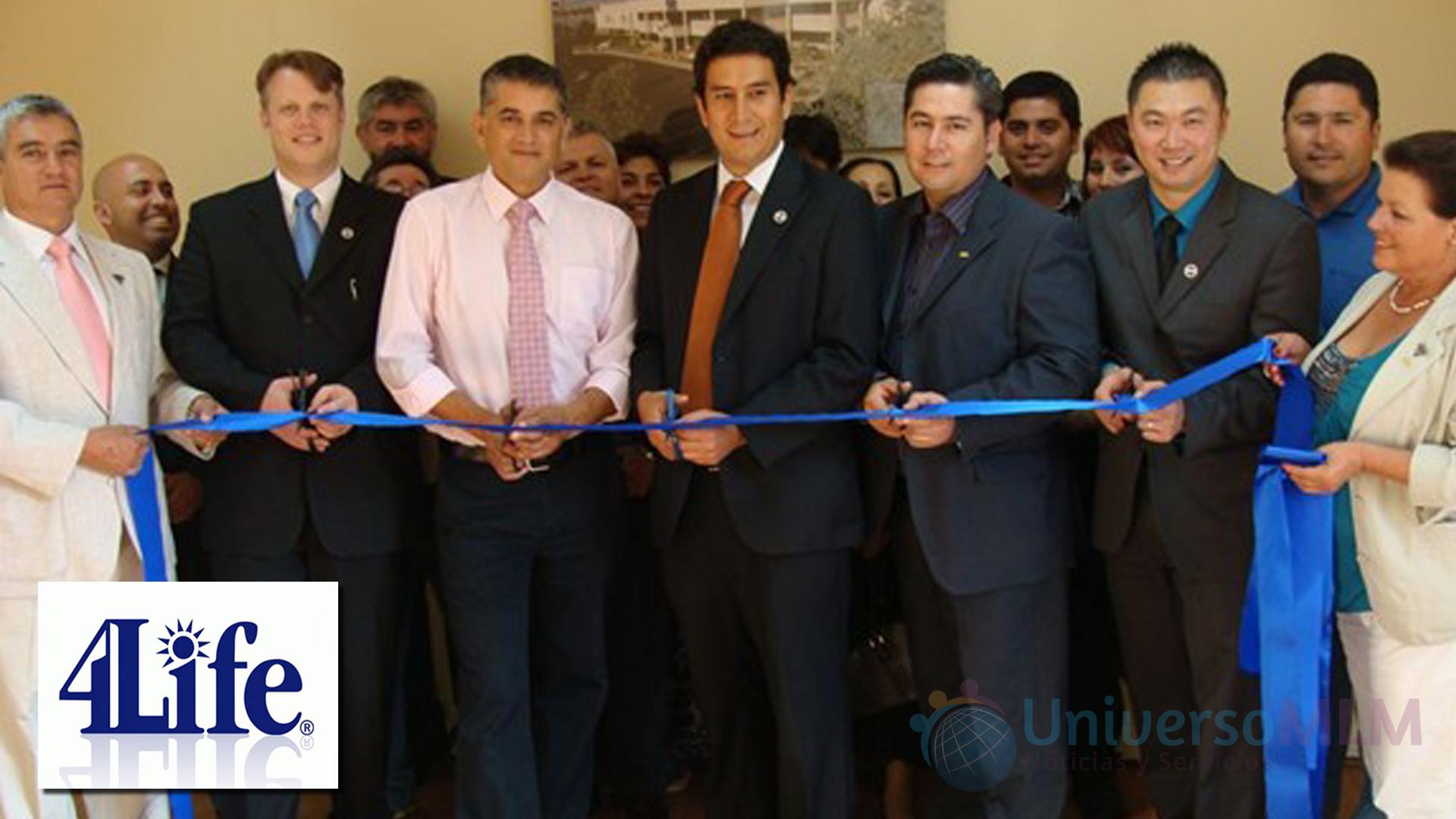 Corte de cinta en oficinas de 4Life en Ecuador