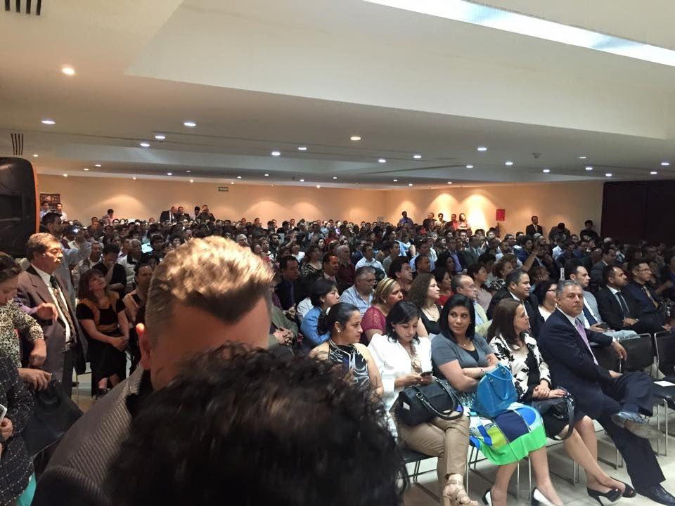 Miles de asistentes en el evento en México D.F.