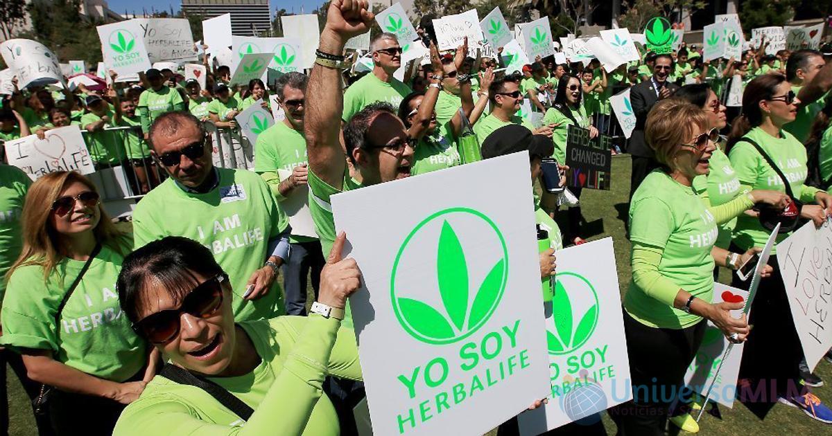 Distribuidores de Herbalife durante la movilización en California