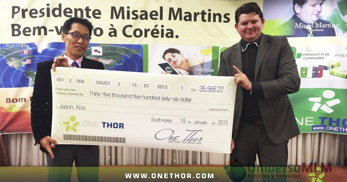 Misael Martin entrega un bono de incentivo Koo Jason