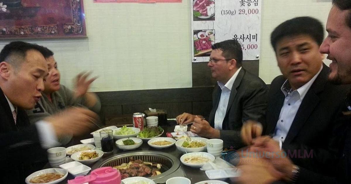 Misael Martins y Luis Durigon con líderes de Hong Kong