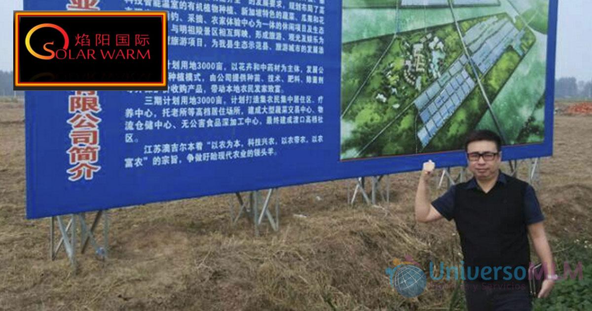 El presidente de Solar Warm a las puertas del proyecto con AJE