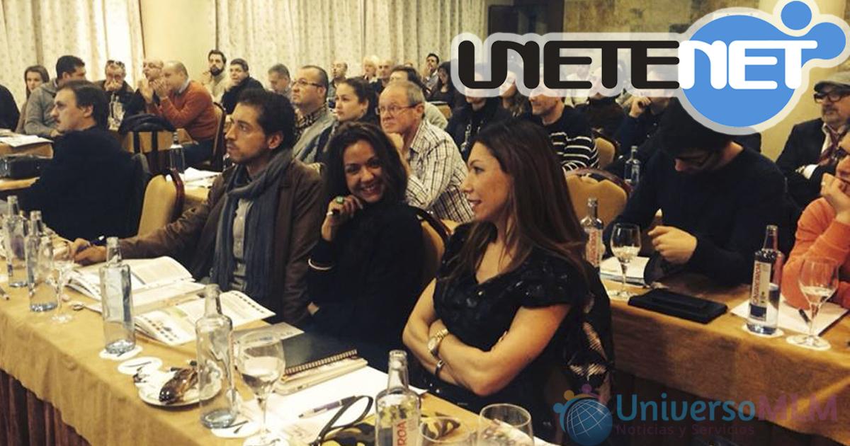 Reunión, con Pilar Otero en primer plano de la imagen