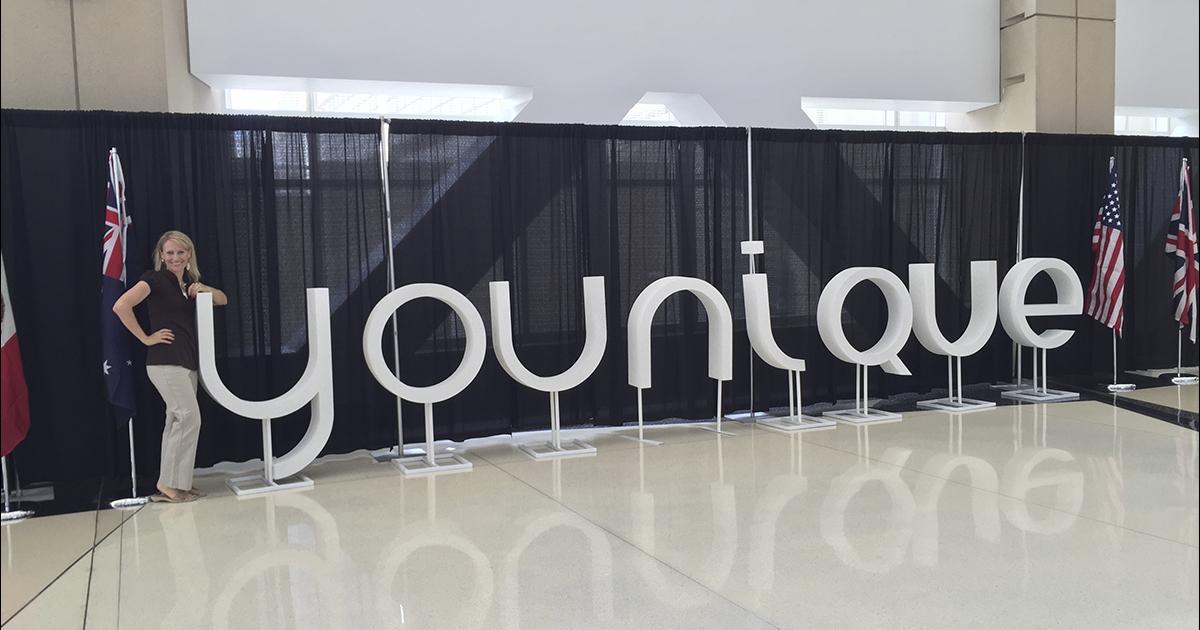 Younique, compañía MLM dedicada a la comercializaciónd e productos de belleza