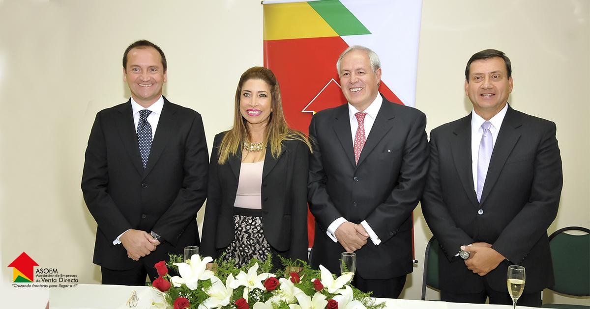 Gascón Parejo, presidente ASOEM, en el centro de la imagen