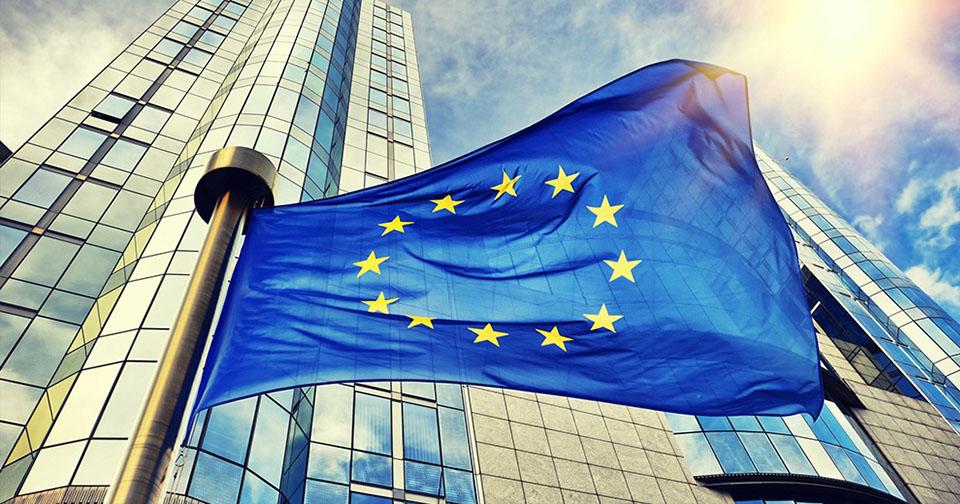 Generales: La Comisión Europea aprueba adquisición de Avon por parte de Natura