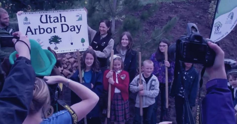 Empresas: Young Living dona 20.000 dólares a las fundaciones, sin fines de lucro, TreeUtah y Arbor Day
