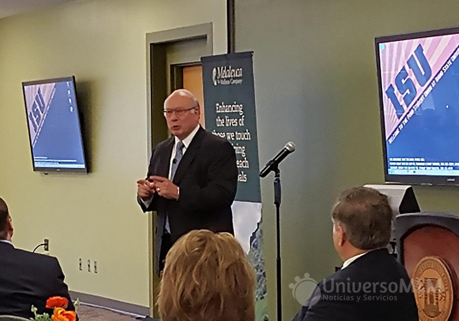 Frank VanderSloot habla a los estudiantes de la Universidad de Idaho