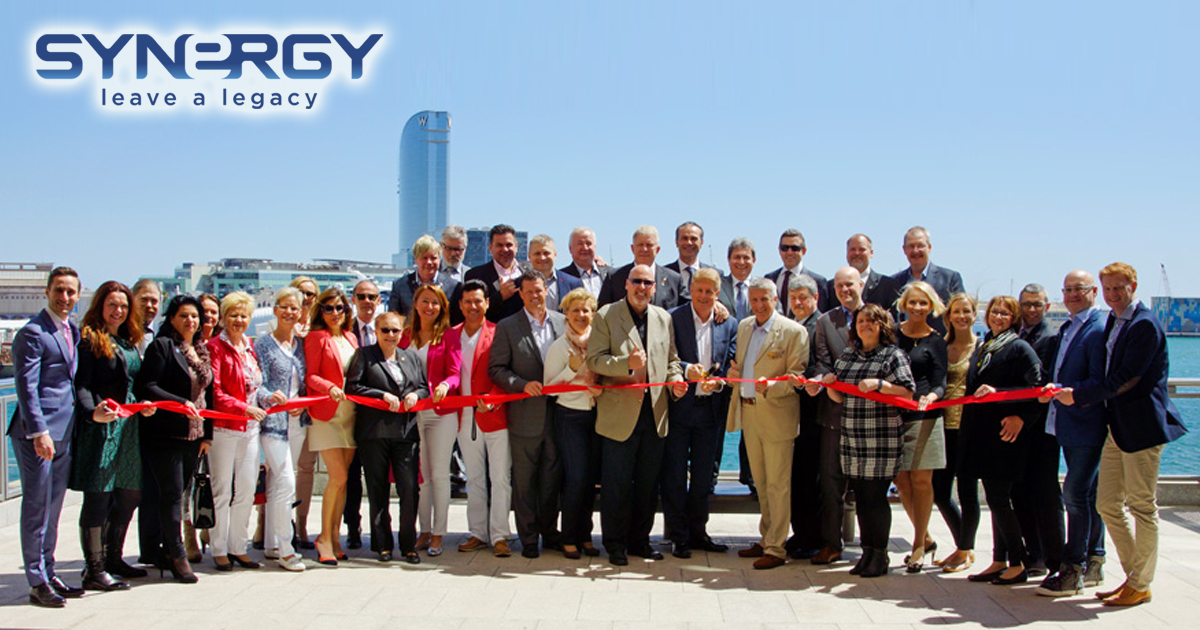 Líderes de Synergy Worldwide en las instalaciones de Barcelona