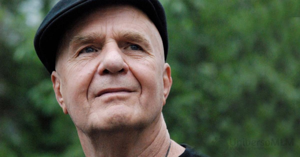 Wayne Dyer, psicólogo y escritor de libros de autoayuda, fallece a los 75 años de edad