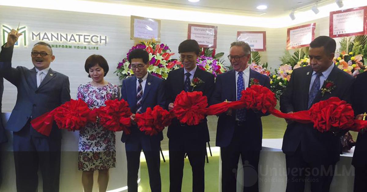 Corte de cinta en la inauguración de la oficina de Hong Kong