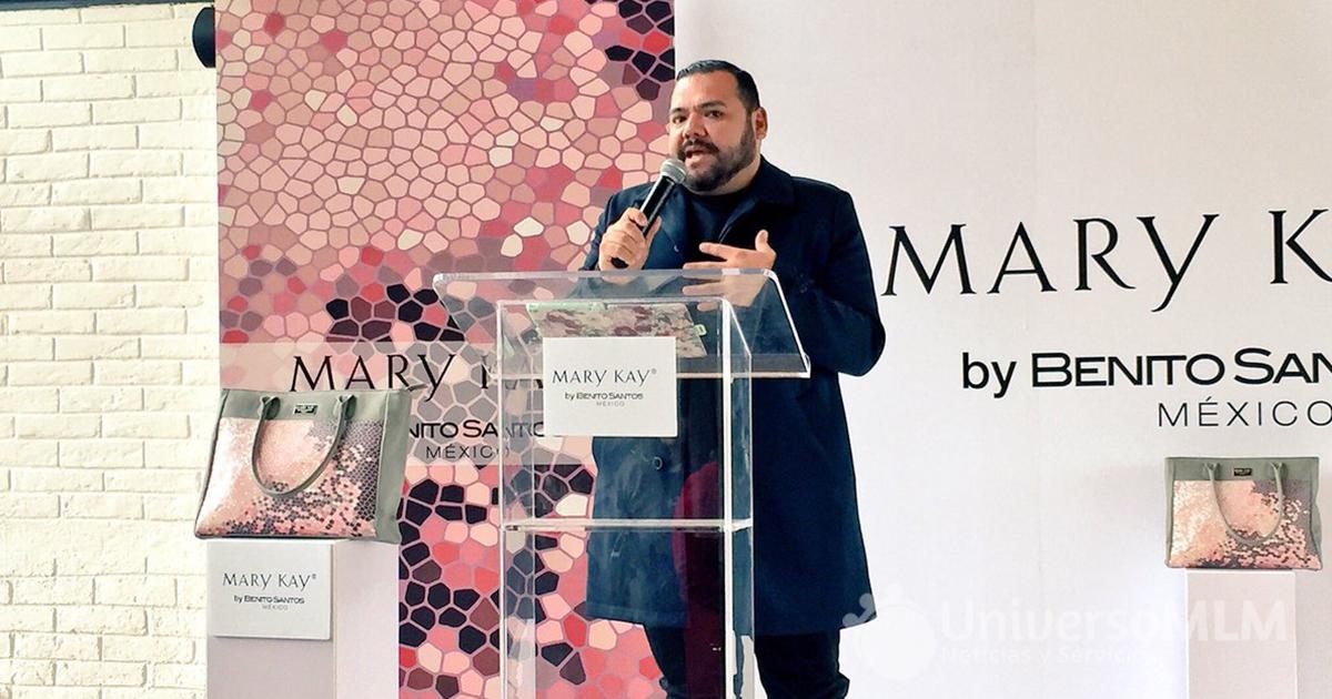 Benito Santos presentando el Kit de Inicio Mary Kay