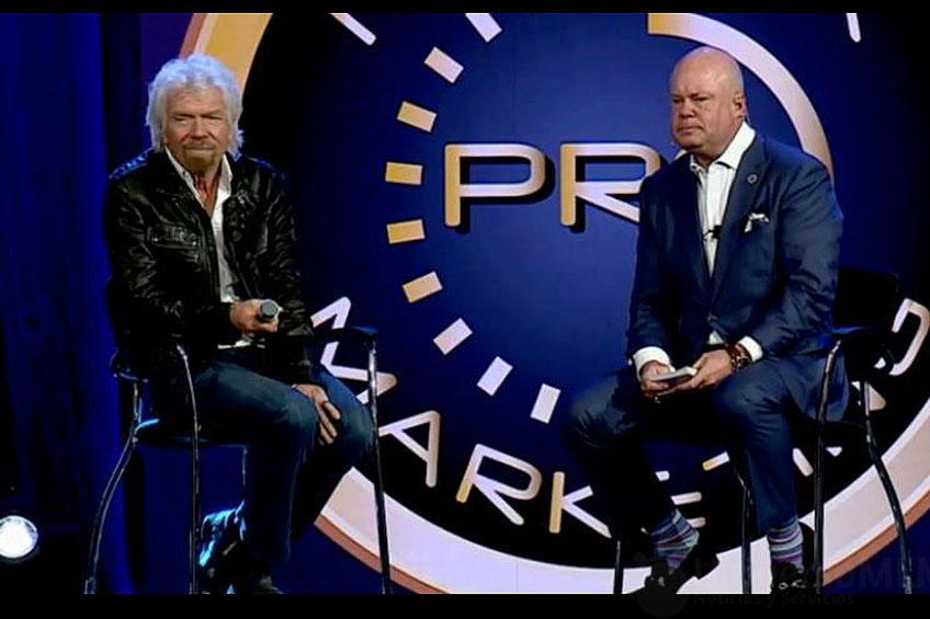Eric Worre (derecha) junto a Richard Branson