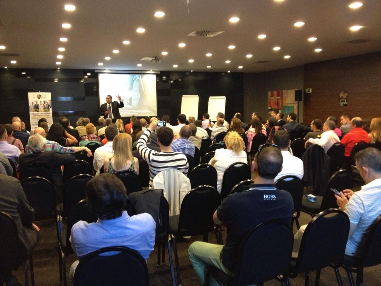 La sala con los distribuidores que asistieron al evento de Madrid