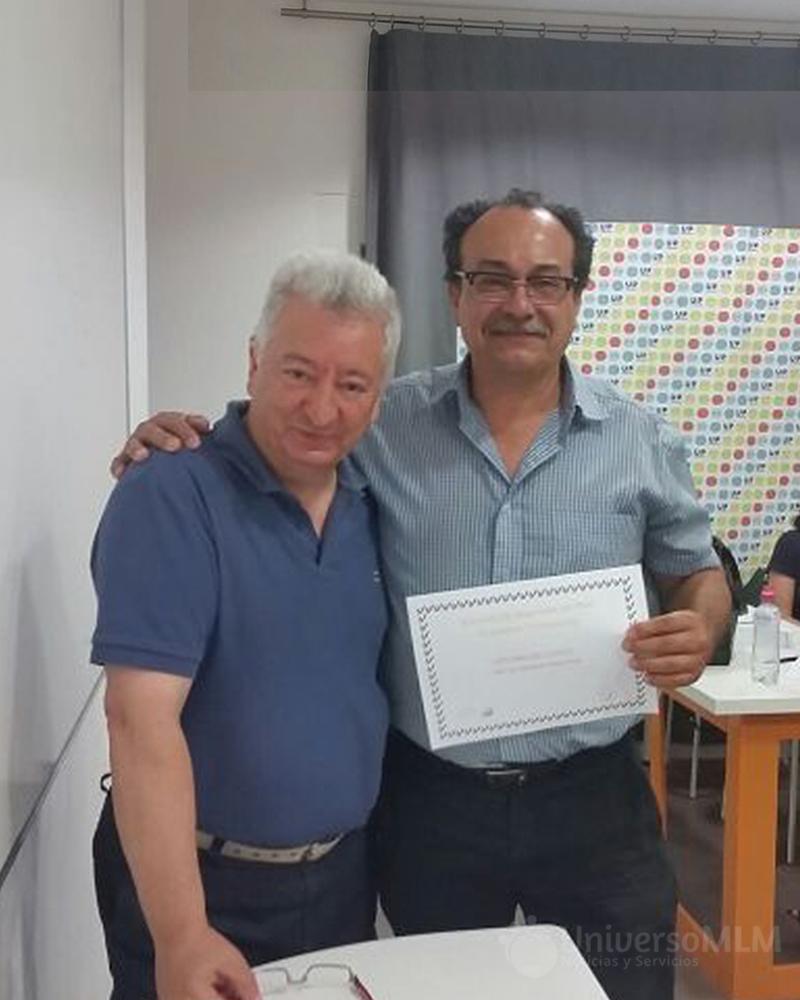 Rafael Henares entrega diploma a Carlos Pistán