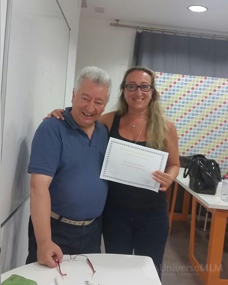 Rafael Henares entrega diploma a Enma Valera