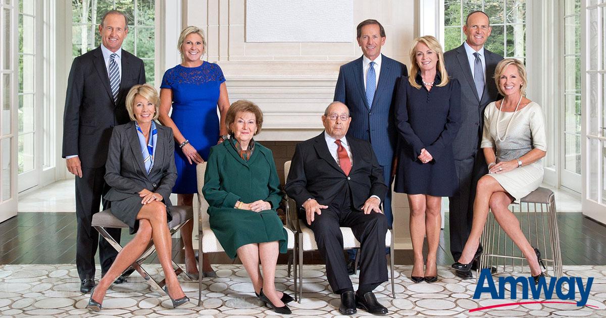 La familia DeVos, encabezada por el con fundador de AmwayRich DeVos