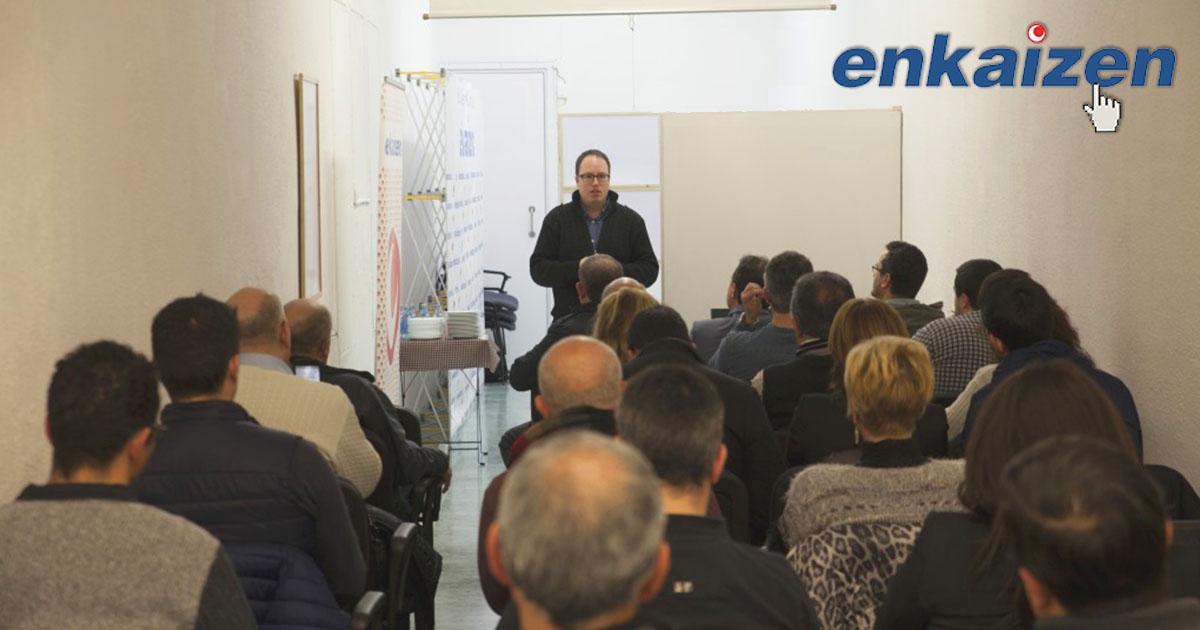 Josep Ángel Colomés durante la inauguración en las oficinas de Enkaizen