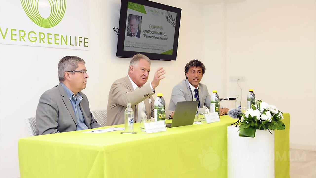 Livio Pesle junto al alcalde del municipio, Marco Aurelio Pérez