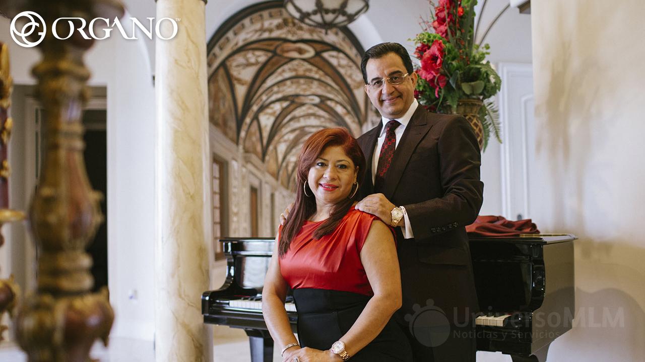 John Sachtouras y su mujer