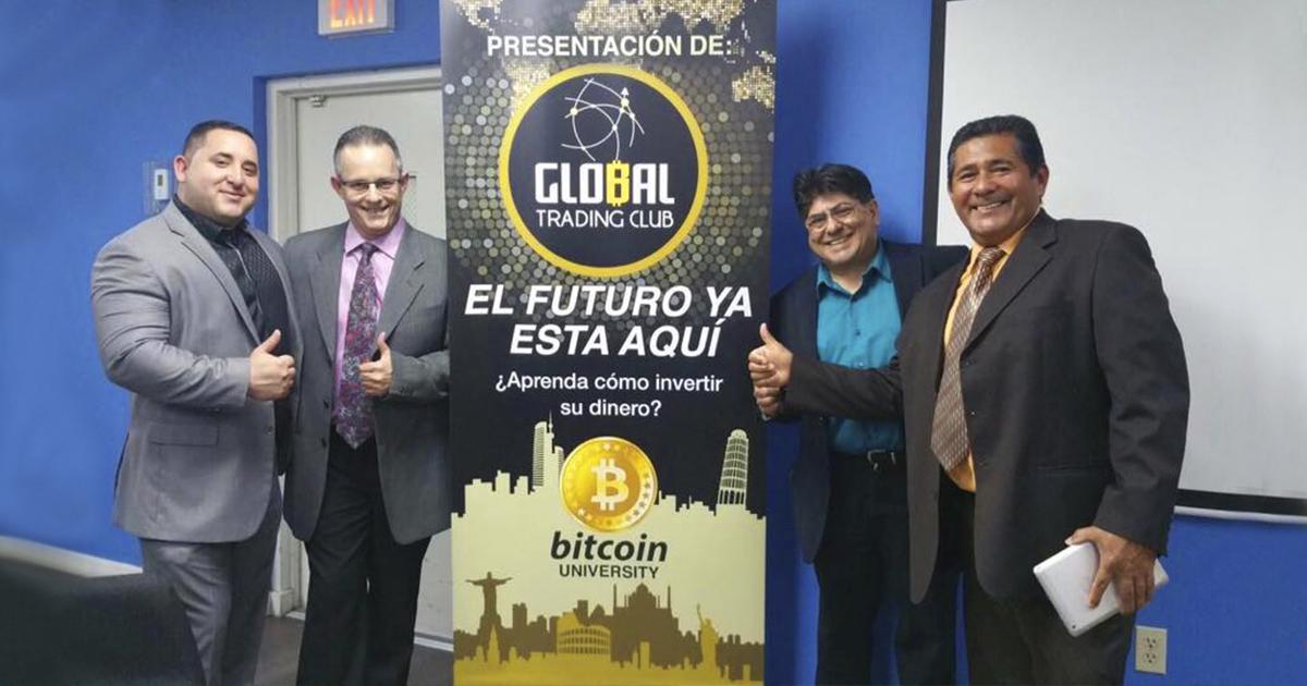 Rodrigo Castro, a la izquierda, junto a empresarios en Miami