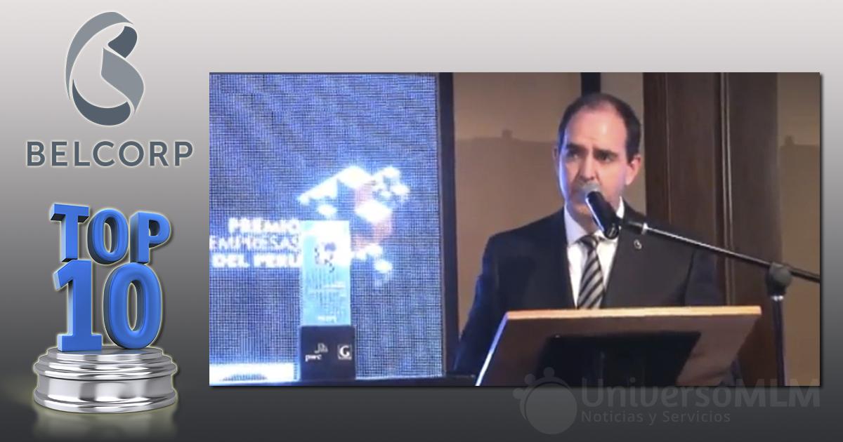 Rodrigo Contreras, Director General de Belcorp, recogiendo el premio