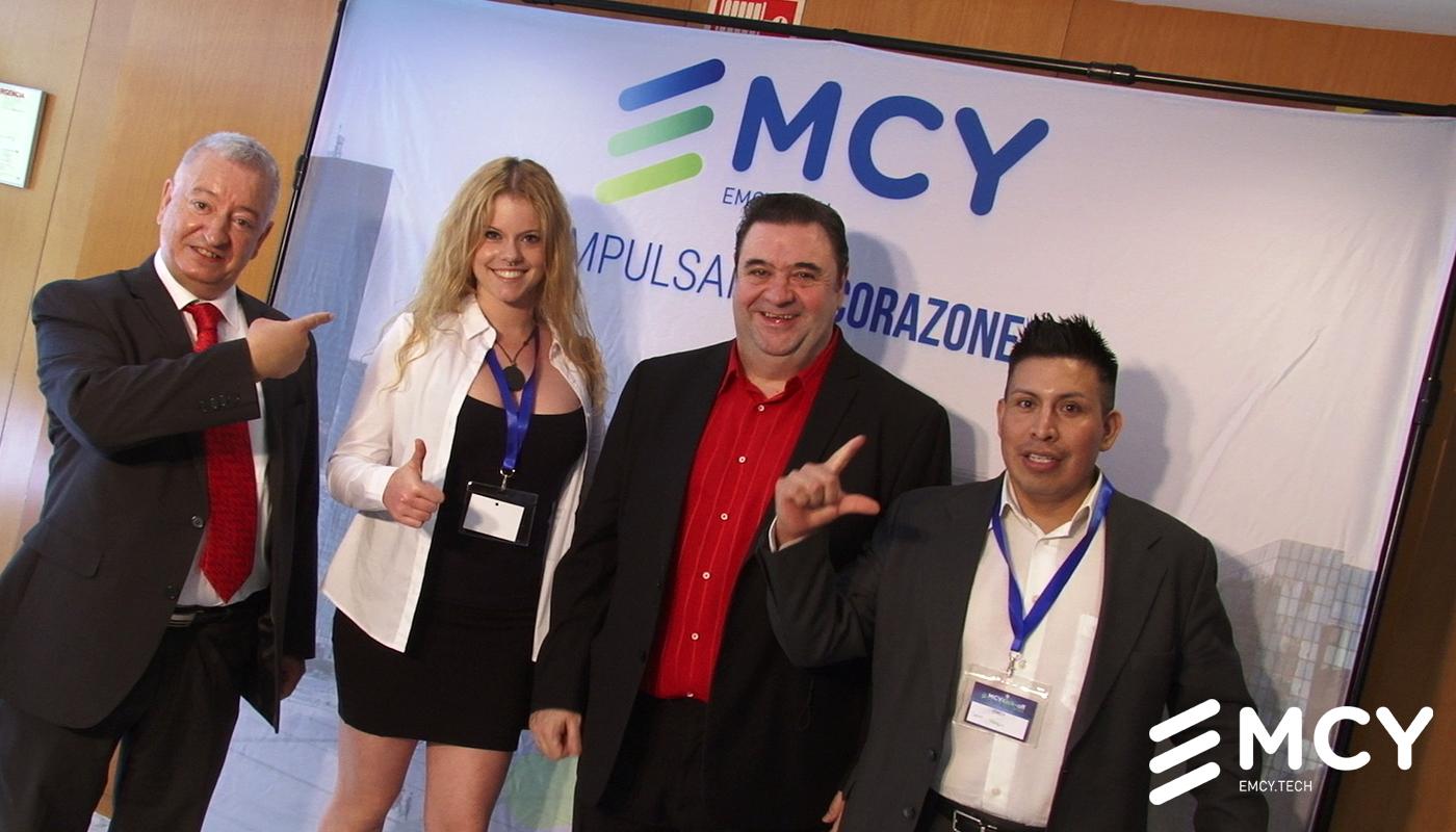 Líderes y distribuidores de EMCY en el evento de lanzamiento