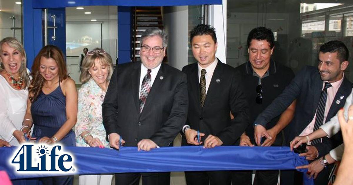 Imagen de la inauguración del centro de distribución en Cali (Colombia) en 2014