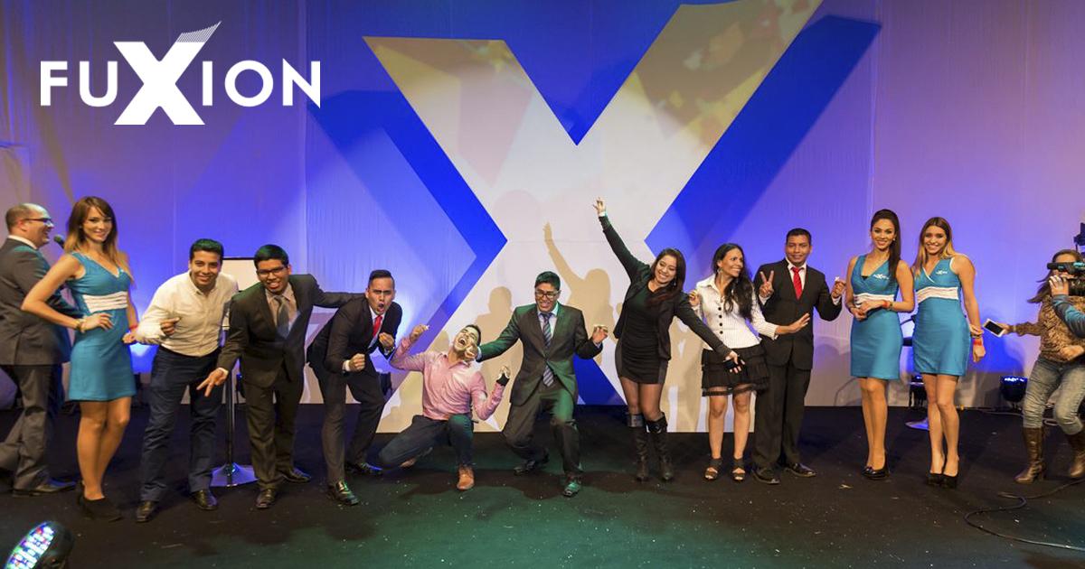 Distribuidores en uno de los eventos de FuXion